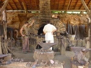 Atelier forgeron à Guedelon