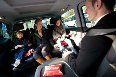 taxis g7 lance le service familycab. Black Bedroom Furniture Sets. Home Design Ideas