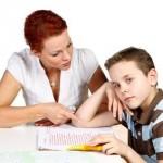 Faire les devoirs avec ses enfants à l'école primaire