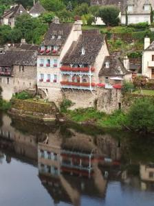 Argentat maisons sur Dordogne