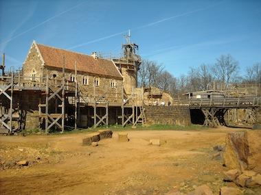 Vue du chateau de Guedelon