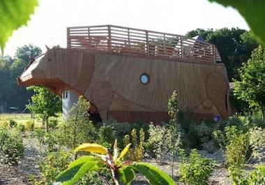Hébergement insolite en vache ecolodge en Saône et Loire