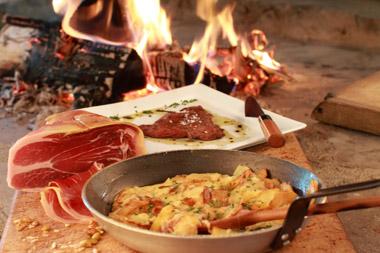 Truffade, jambon de pays et viande de Salers © OT Massif du Sancy