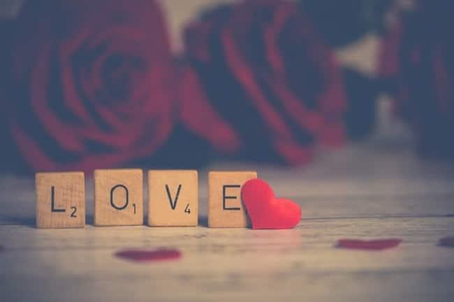 love en lettres scrabble saint-valentin