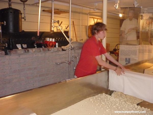 Musée du Cheddar - Démonstration de fabrication de fromage à l'ancienne