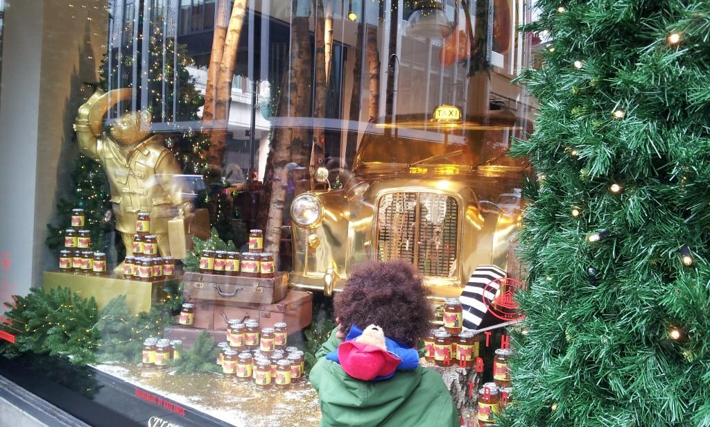 Selfridges vitrine Paddington