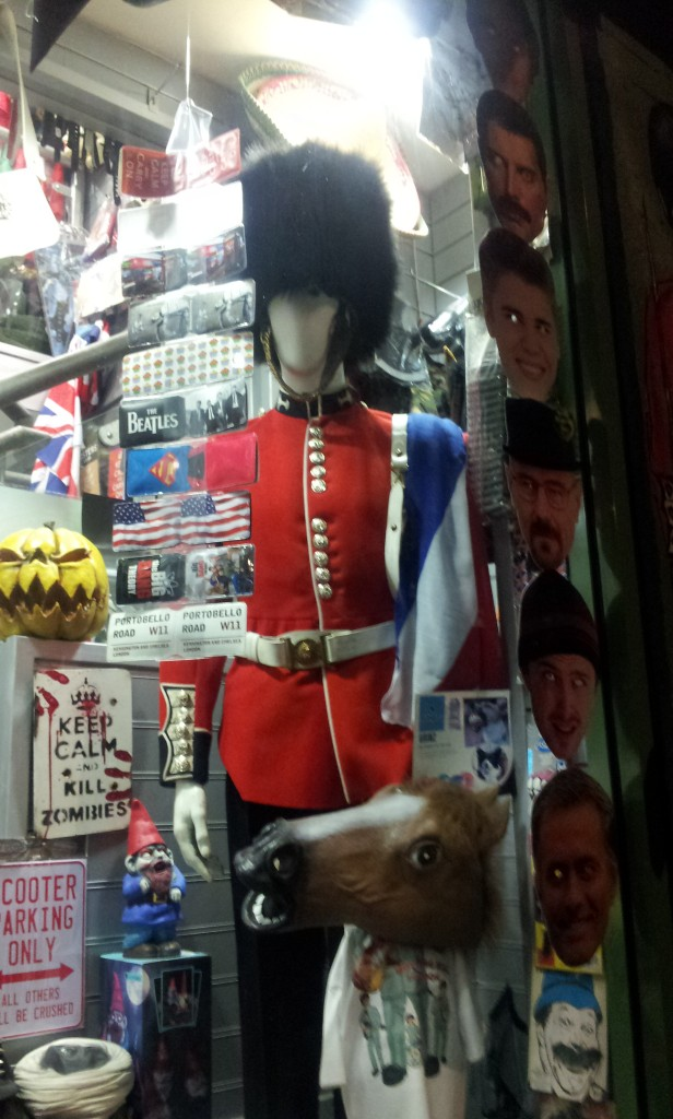 Vitrine d'une boutique de cadeaux plutôt excentriques à Notting Hill