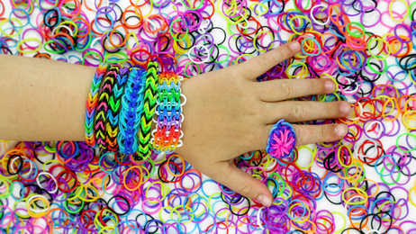 fond loom bands et main 3