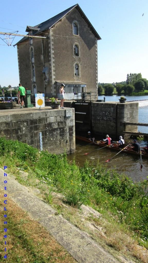 L'écluse d'Entrammes sur la Mayenne