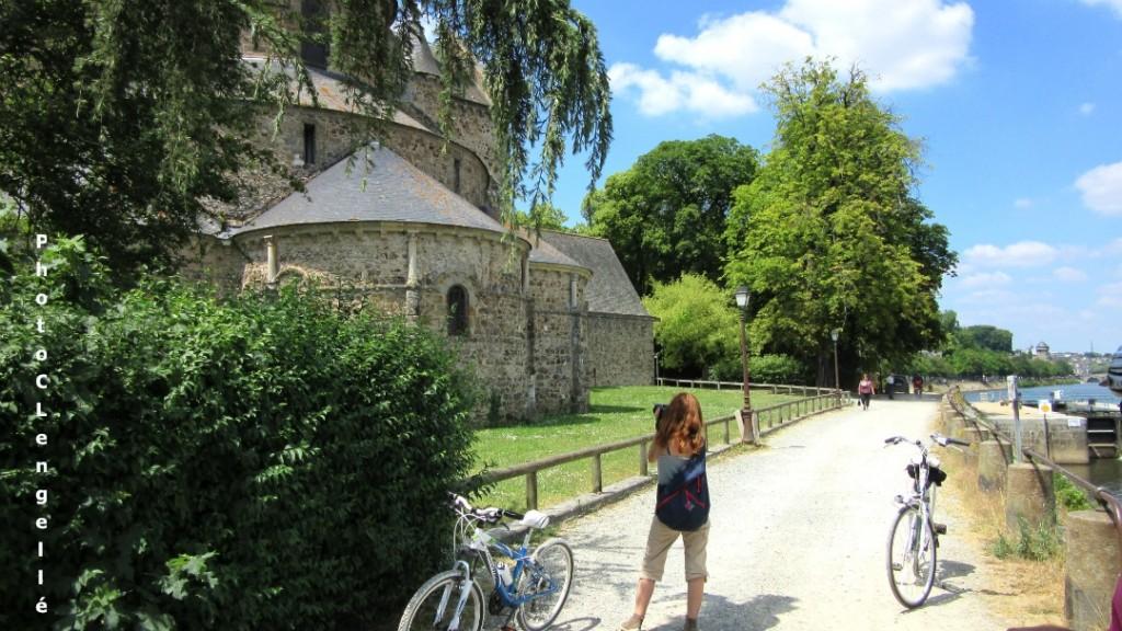 Eglise romane d'Avénières le long de la Mayenne près de Laval