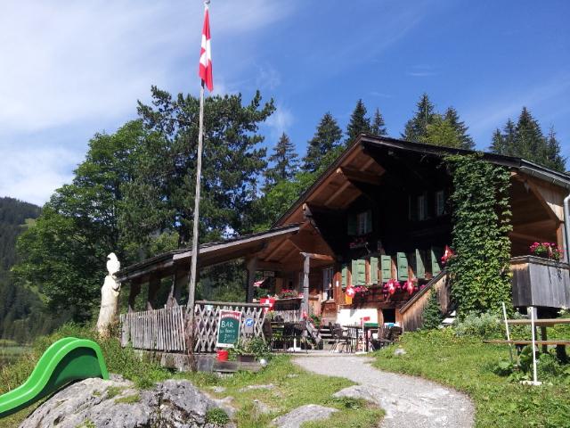 chalet-restaurant au lac de Lauenen