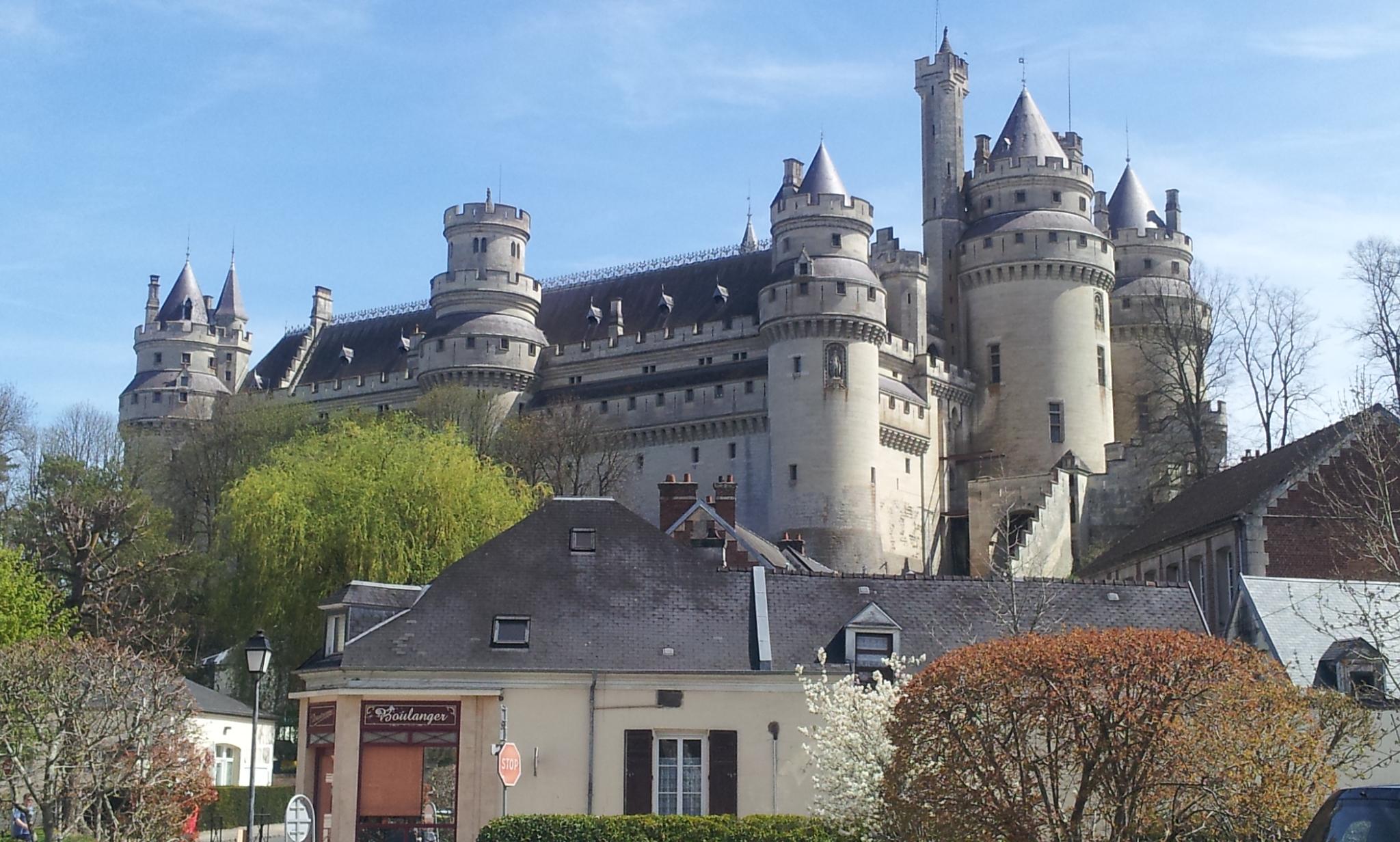 Le château de Pierrefonds domine ce petite village de l'Oise