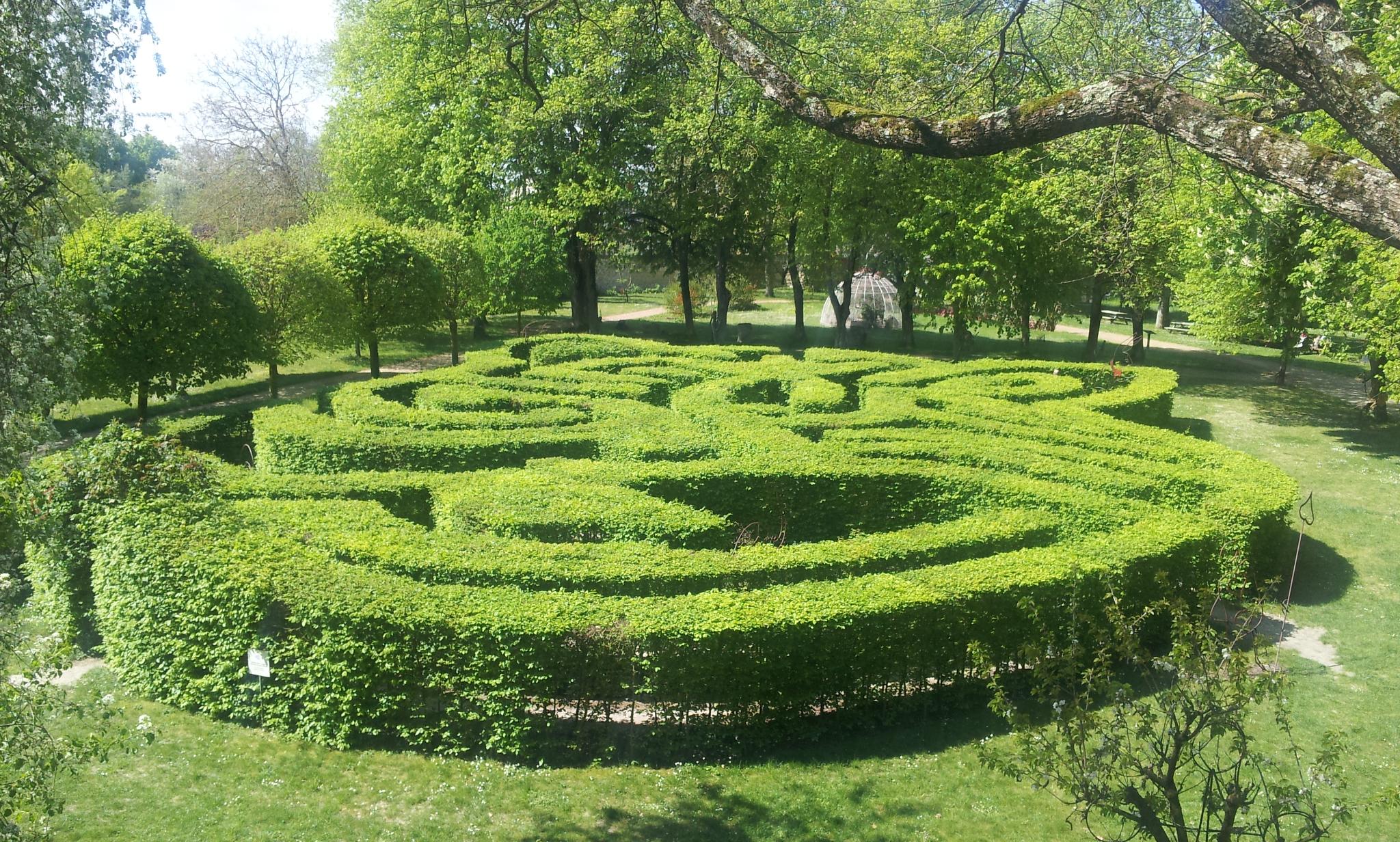 Le ch teau du rivau et ses jardins de contes de f es for Au jardin d alice