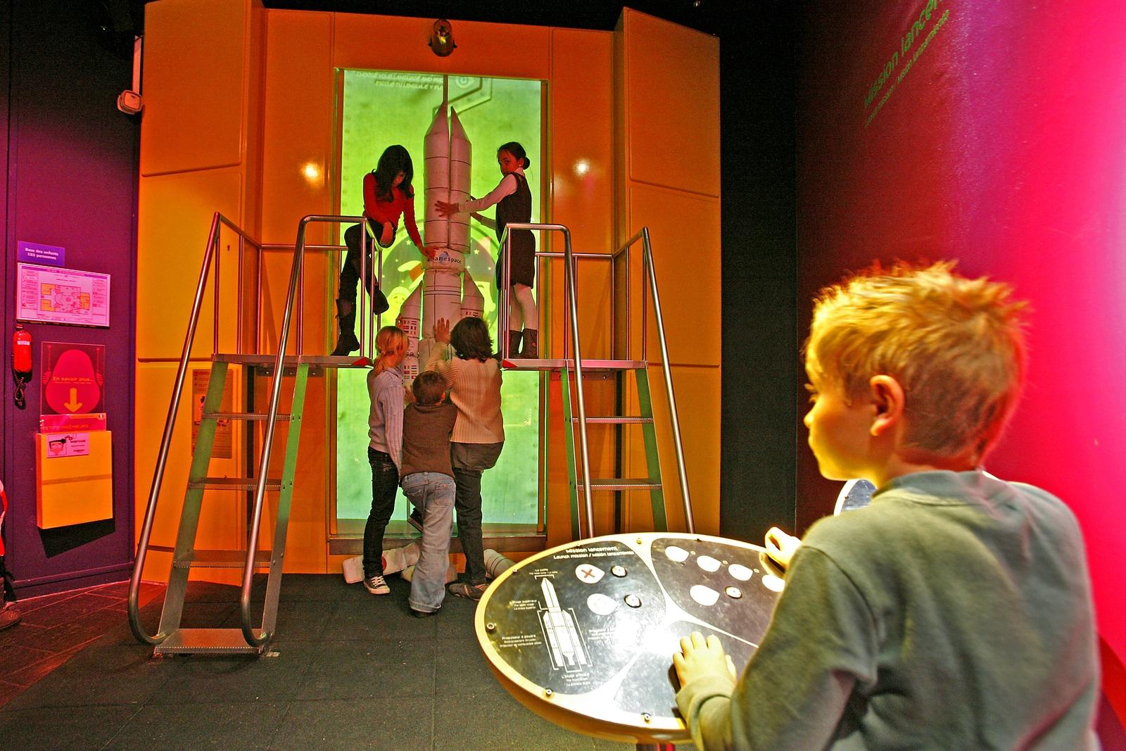 Cite de l'espace de Toulouse. Manipulations, expériences et jeux dans l'espace enfants.