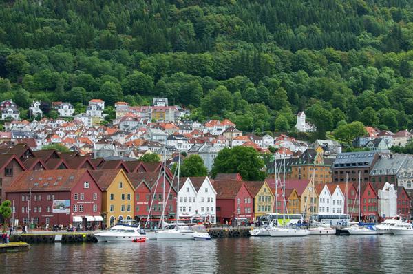 Maisons peintes sur le fjord à Bergen