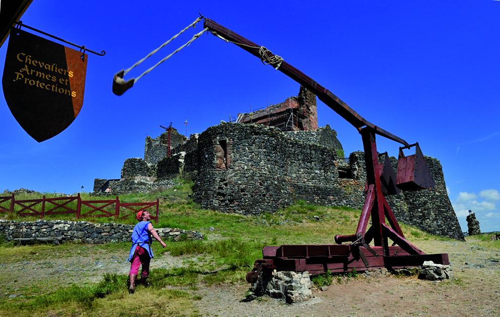 Château de Calmont d'Olt - Démonstration d'armes médiévales