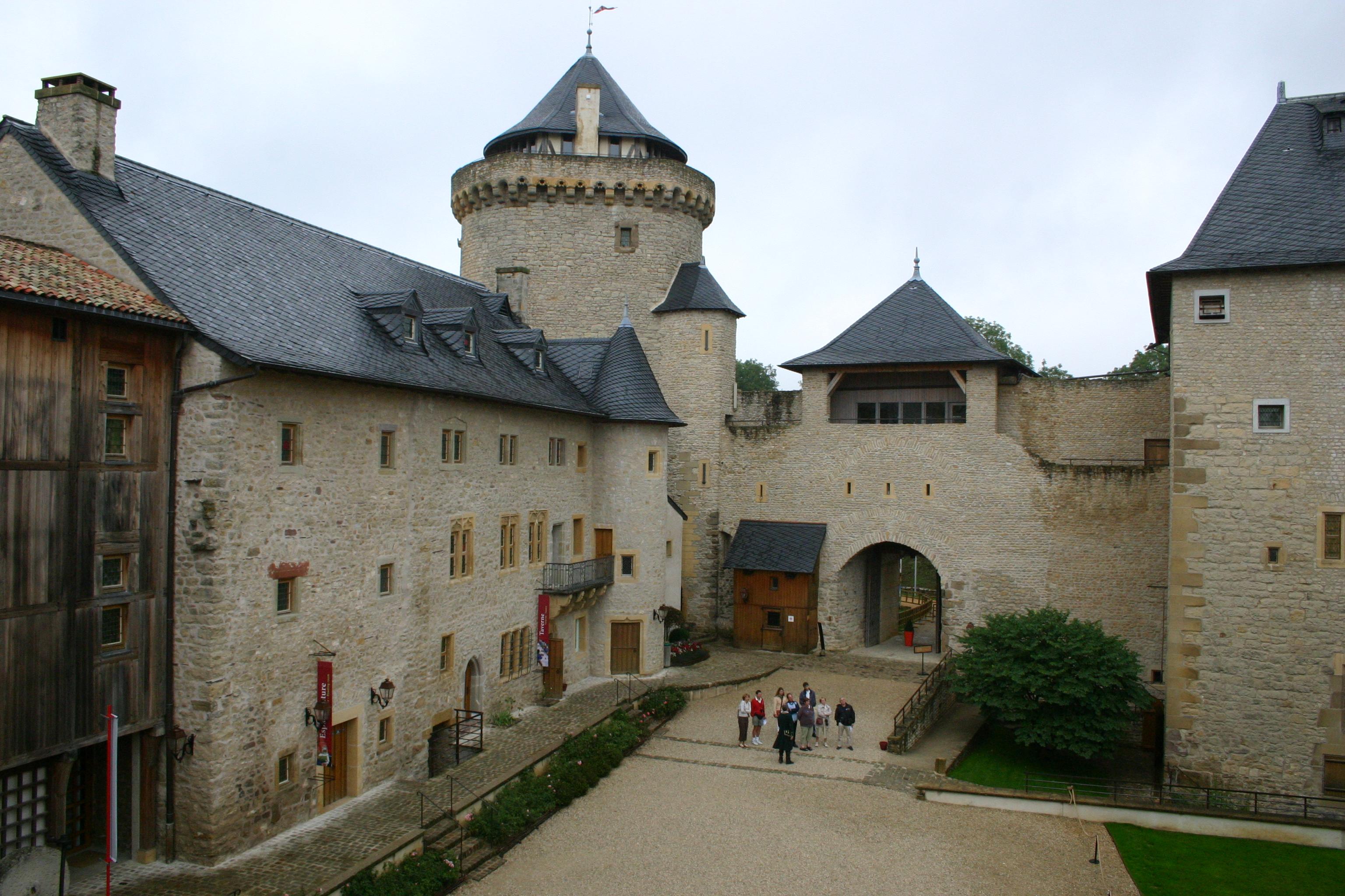 Château de Malbrouck - Cour intérieure
