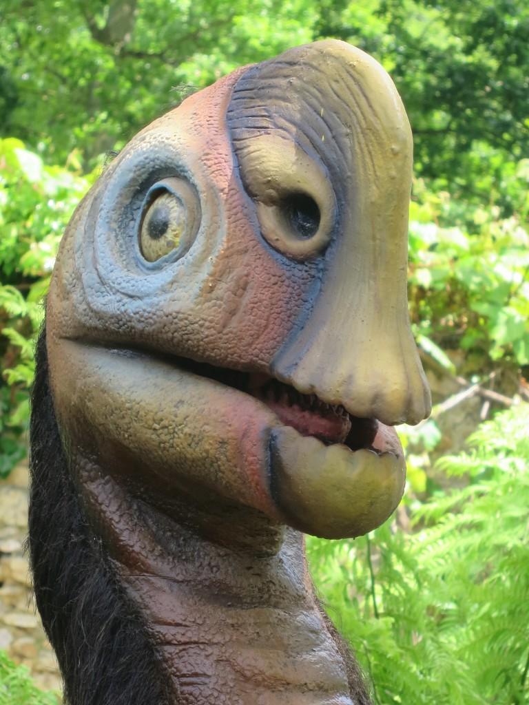 Thoiry - Inattendu face à face avec un dinosaure... KFilhoulaud (33)