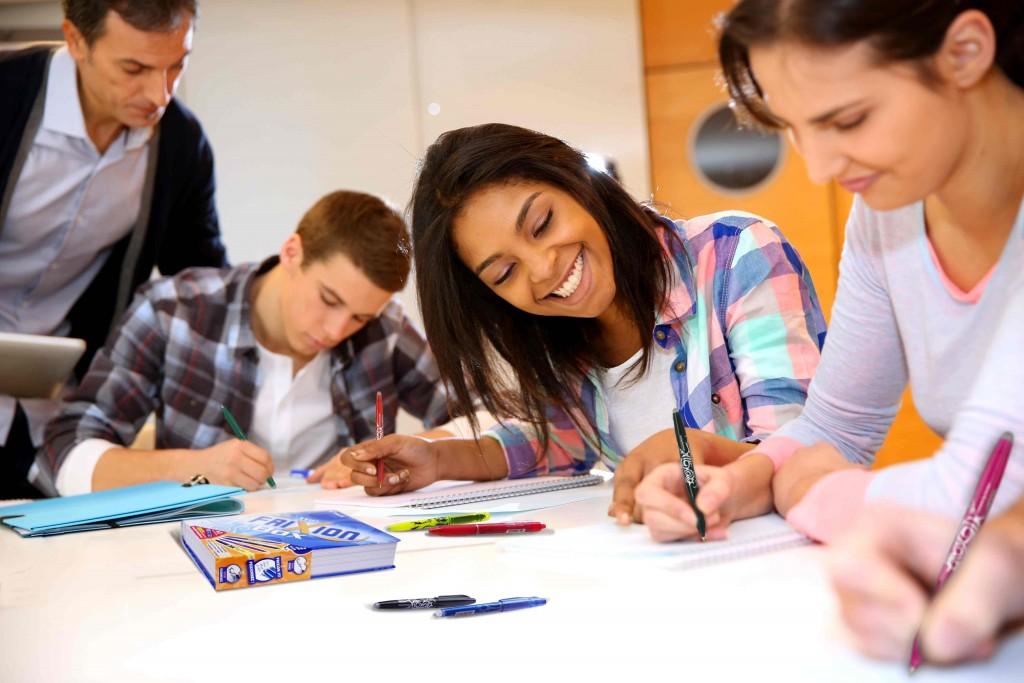 ado en classe avec stylos FriXion de Pilot