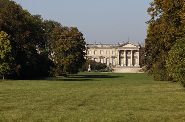 vue du Palais de Compiègne depuis l'allée des Beaux-Monts