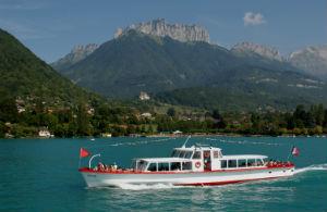 Bateau de croisieres sur le lac Annecy Savoie Mont Blanc Zvardon (4)