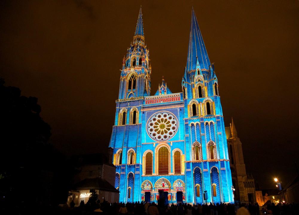 Chartres en Lumières Portail Royal la Cathédrale Bleue - Copyrights Spectaculaires- les Allumeurs d'images - Photo M.Anglada