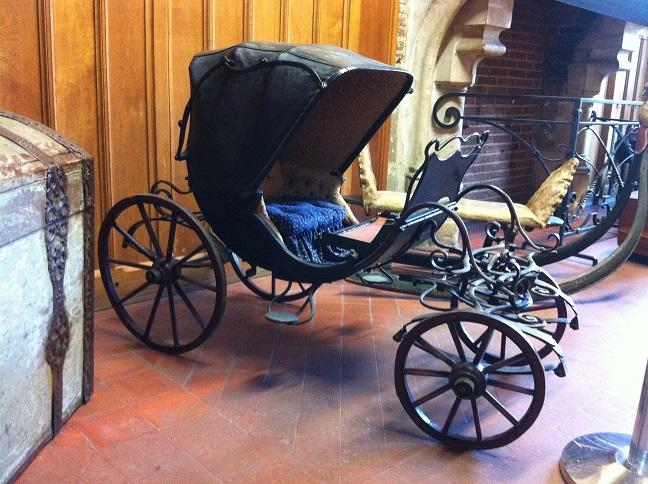 Musée de l'Hôtel de ville d'Amboise, poussette d'enfant
