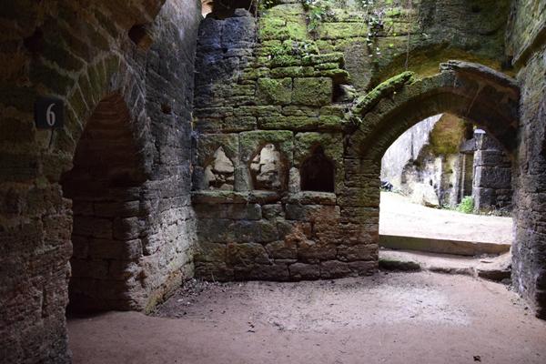 chapelle_souterraine_Troglodytes_et_Sarcophages_Olivia_Merlen