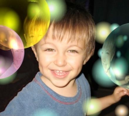 enfant autiste dans sa bulle AEVE