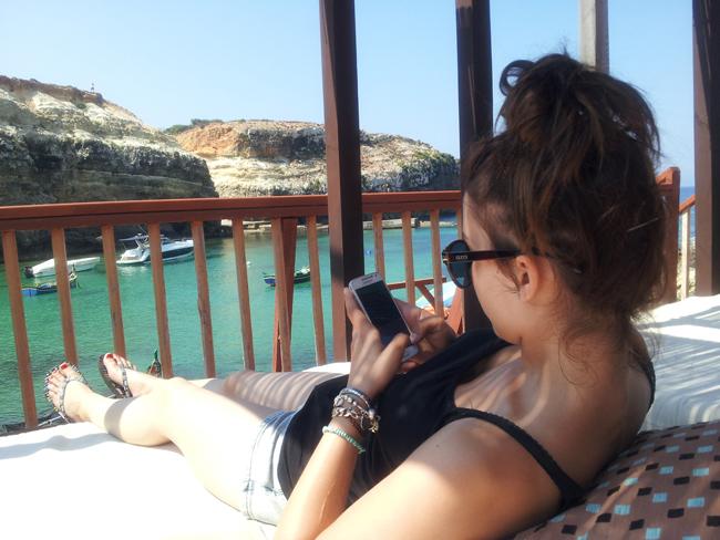 Malte_Anchor_Bay_detente_plage