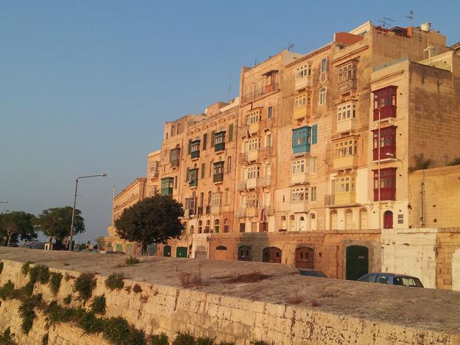 Malte_La_Valette_immeubles_baroques_soleil_couchant