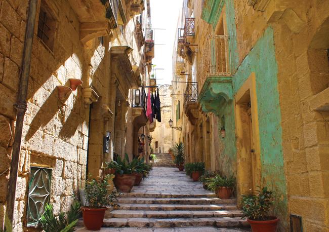 Malte_escalier_dans_rue_Birgu