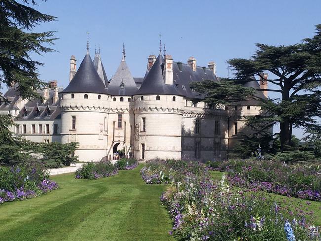 chateau_Chaumont_sur_Loire_vue_allee_fleurie