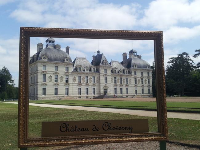 vue_chateau_Cheverny_a_travers_cadre_tableau