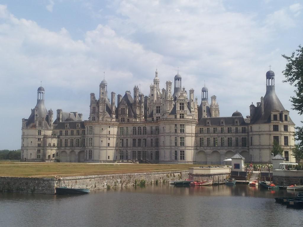 vue château de chambord depuis le canal