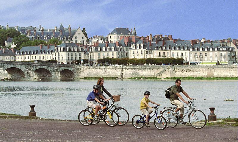 Blois en famille à vélo le long de la Loire
