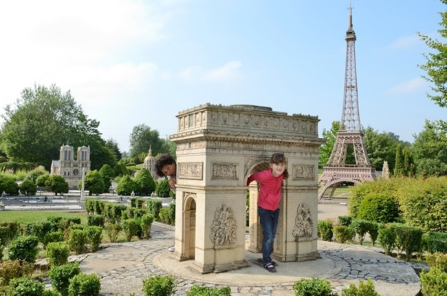 France-Miniature-enfants-arc-de-triomphe-copyright-jlbellurget