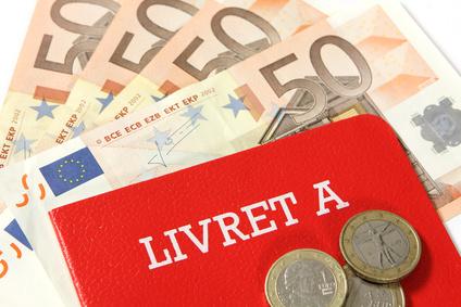 epargne sur compte Livret A, avec billets de 50 euros et pièces de monnaie