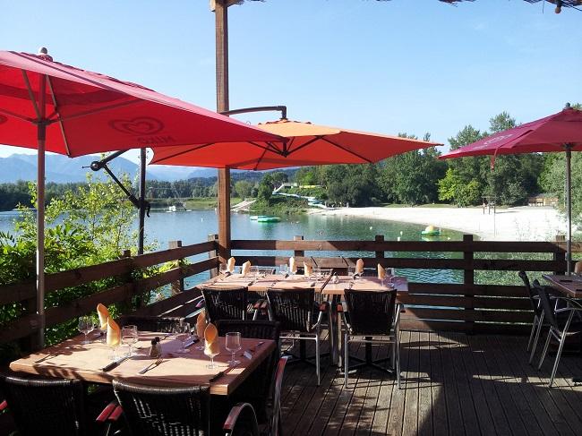 base_de_loisirs_Baudreix_Bearn_terrasse_restaurant_vue_lac