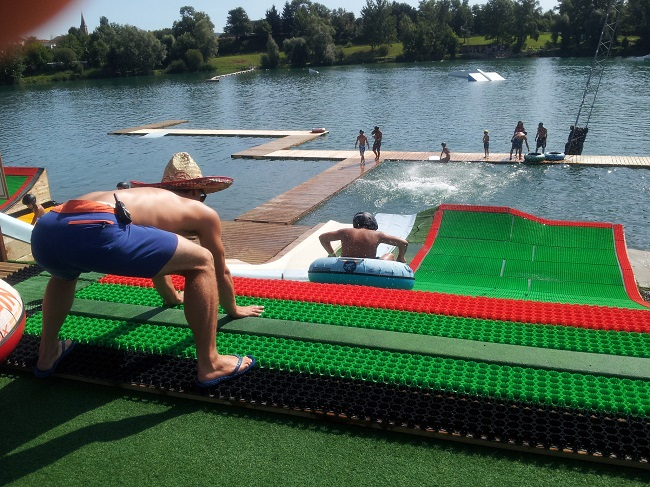 Le drop-in-water jump parc de la base de loisirs de Baudreix