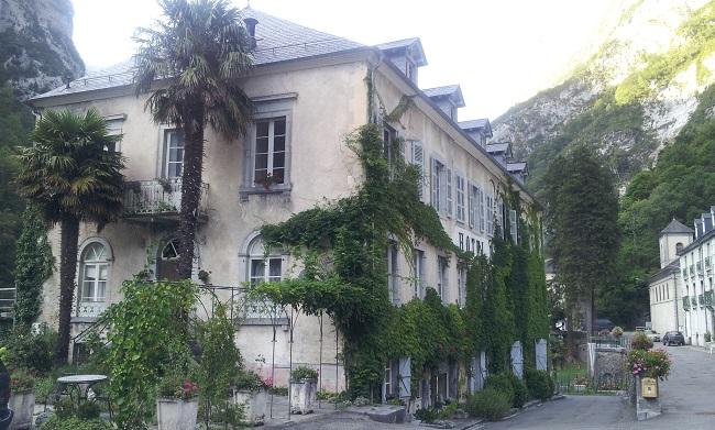 Vue extérieure de la maison d'hôtes Baudot 1900 à Eaux-Bonnes