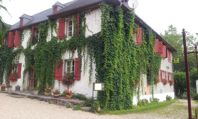 Façade Hôtel Les bains de secours à Sevignacq Meyracq en Béarn