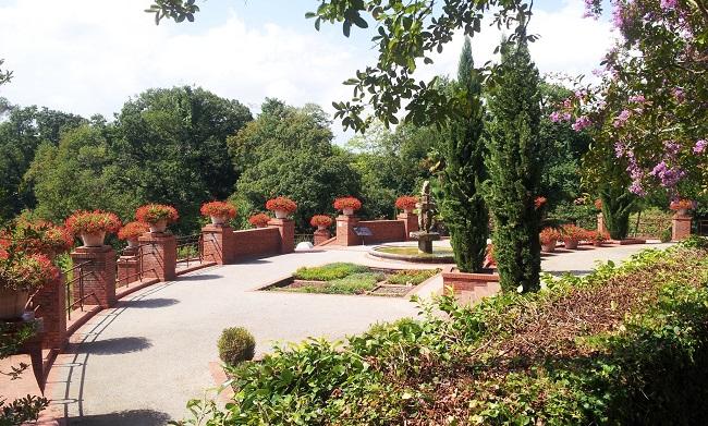 Jardin italien en terrasse du château de Laàs en Béarn