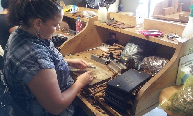 Fabrication des cigares de Navarre à la Maison du cigare de Navarrenx