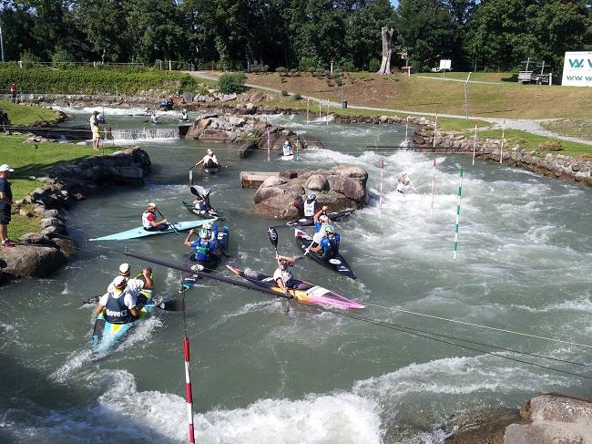 stade_eaux_vives_pau_entrainement_equipes_canoe_kayak