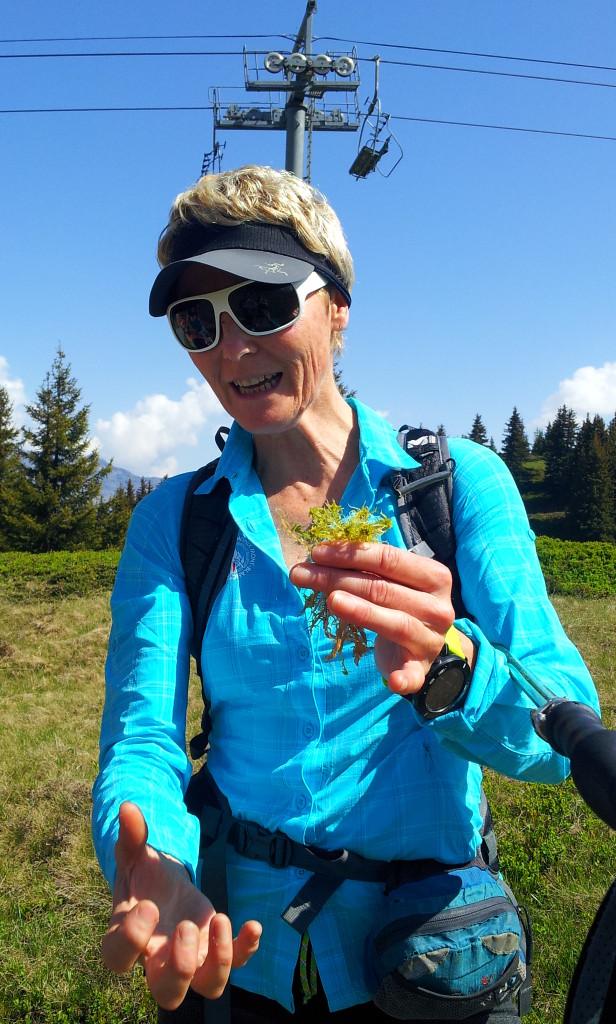Karine, accompagnatrice montagne sur rando famille plateau du prarion