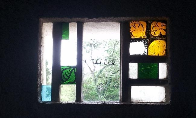 vitrail-chapelle-notre-dame-du-haut-le-corbusier-a-ronchamp