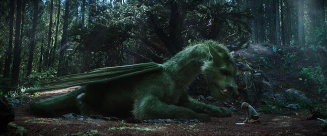 Oakes Fegley est Peter dans le film Peter et Elliott le Dragon