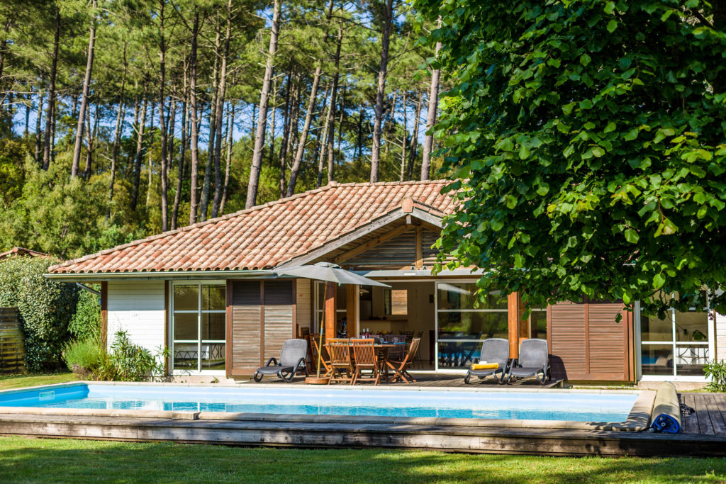 Villa avec piscine dans résidence Madame Vacances La Clairière aux Chevreuils à Moliets
