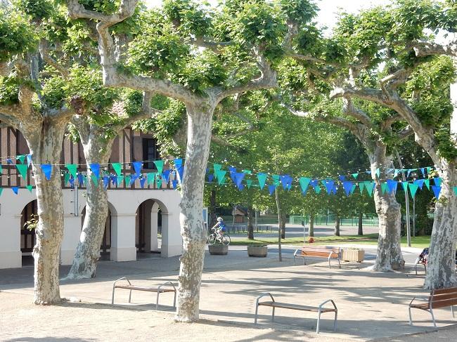 Moliets-place-du-village